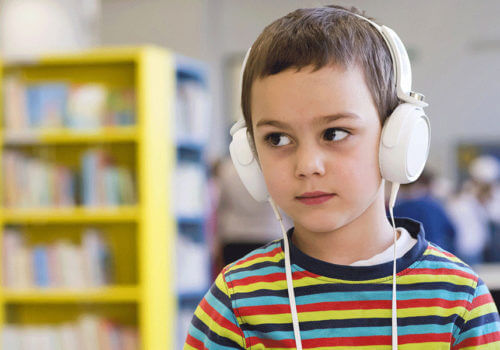 enfant avec audiomètre echodia