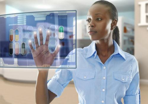 femme utilisant les nouveaux outils digitaux santé