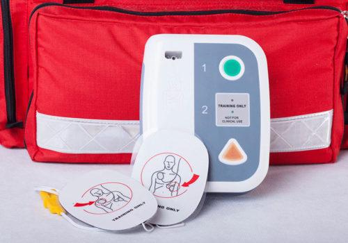 Defibrillateur DSA : mode d'emploi, démonstration et maintenance