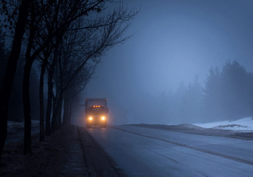 Train à quai durant l'hiver
